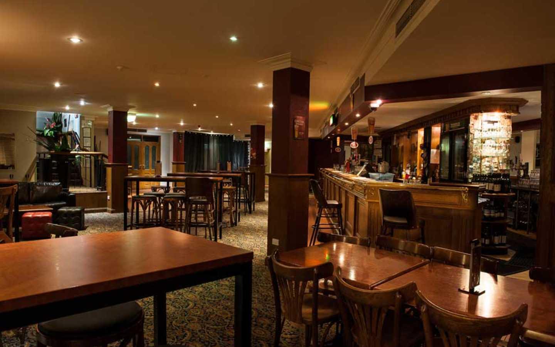 43 Below Bar & Restaurant